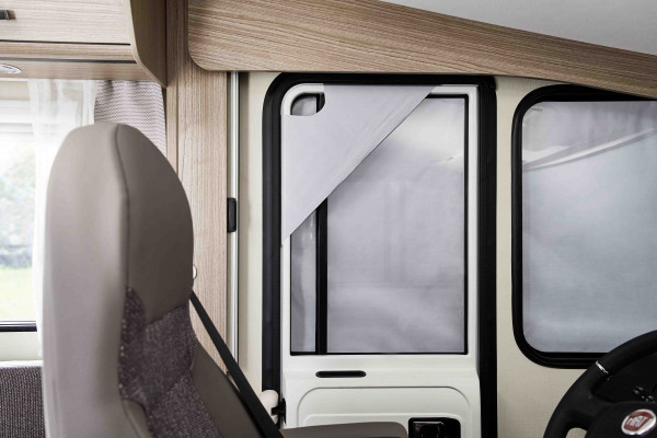 Front windscreen insulation mat for the integrated models without tentrail